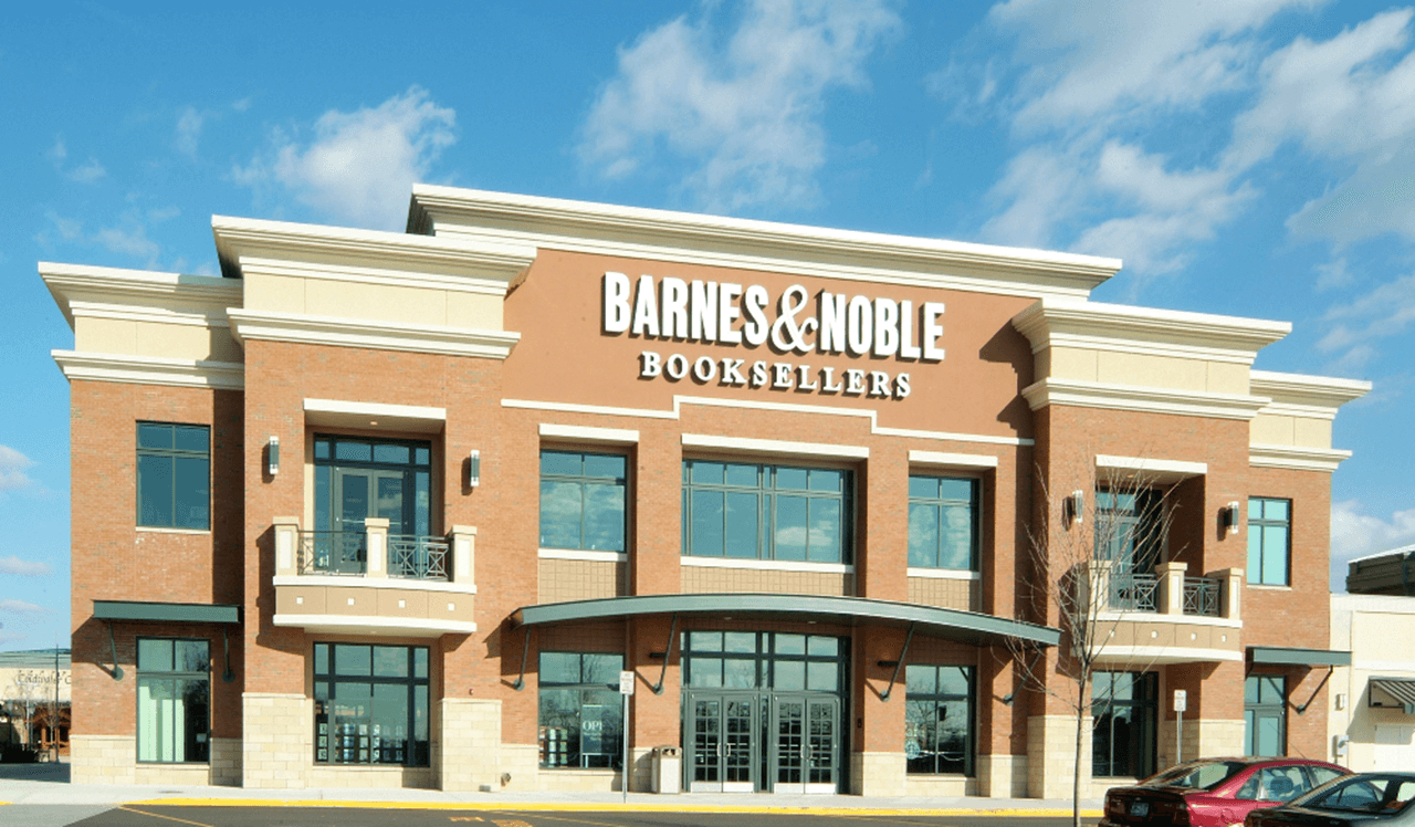 Barnes&Noble_LakeGrove_Exterior